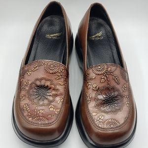 Dansko Clogs Mandolin brown, size 7 leather shoes